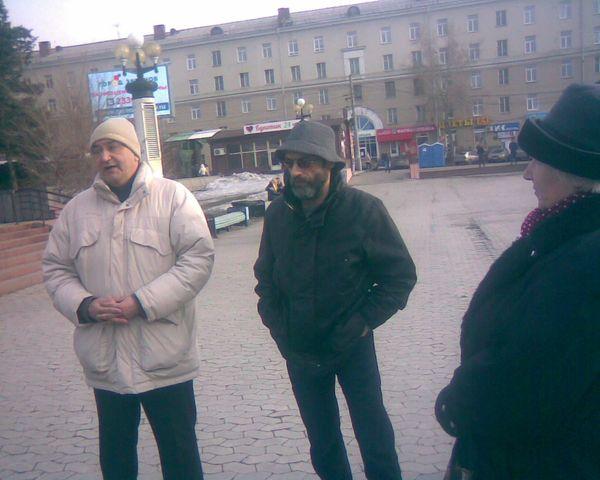 Виктор Корб на Театральной площади Омска 31 марта 2014 года